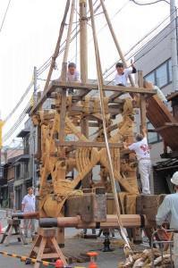 前祭鉾建て