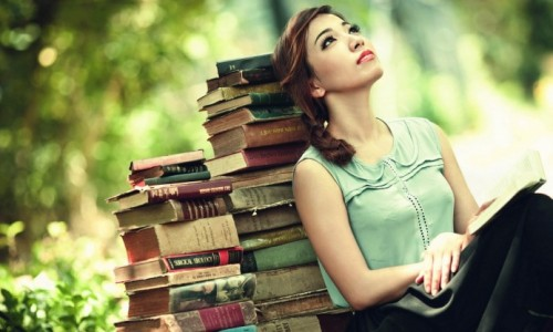 bookshop-girl-thinking-vintage