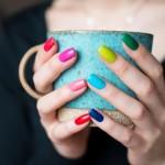mood-girl-colored-nails