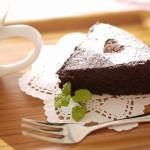 しっとり濃厚なガトーショコラの作り方!炊飯器やフライパンでも作れます。
