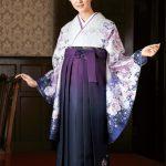 卒業式の袴と振り袖のレンタルと髪飾り、人気のデザインは?紫色の袴を中心に紹介